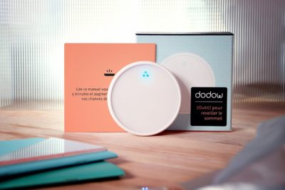 Fall asleep faster! Dodow is a metronome with a light system that reteaches you how to fall asleep naturally, without taking any medicine.