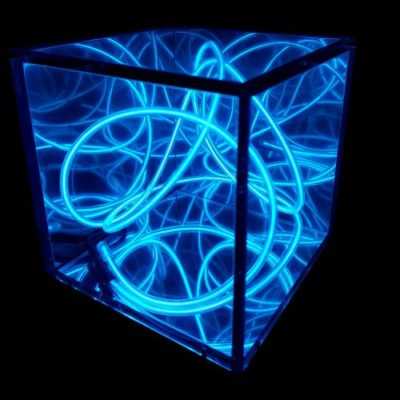 Pocket Universe – DIY Fluorescent Glow Wire Sculptures (aka Squiggles) inside an Infinity Mirror cube. Create your own squiggle to see what unique reflections it creates, and light up any dark corner with a flurescent glow! Comes with Blue, Green, Red, Yellow, Orange AND Purple. USB Powered.